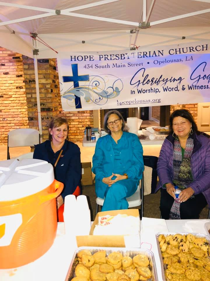 Hope Church women serving hot chocolate and cookies at the Opelousas Christmas Parade